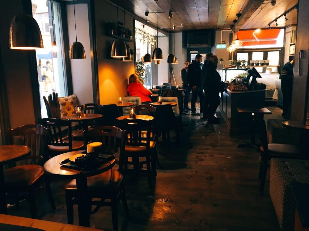 recension ledsagare stora tuttar nära Stockholm