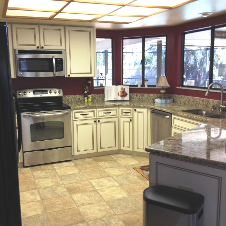 Tampa Kitchen Cabinets: Photos For Re-A-Door Kitchen Cabinets Refacing