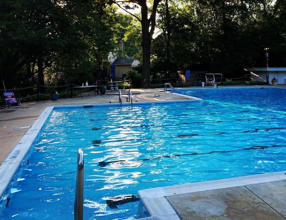 Hollin Meadows Swim and Tennis Club: 2500 Woodlawn Trl, Alexandria, VA