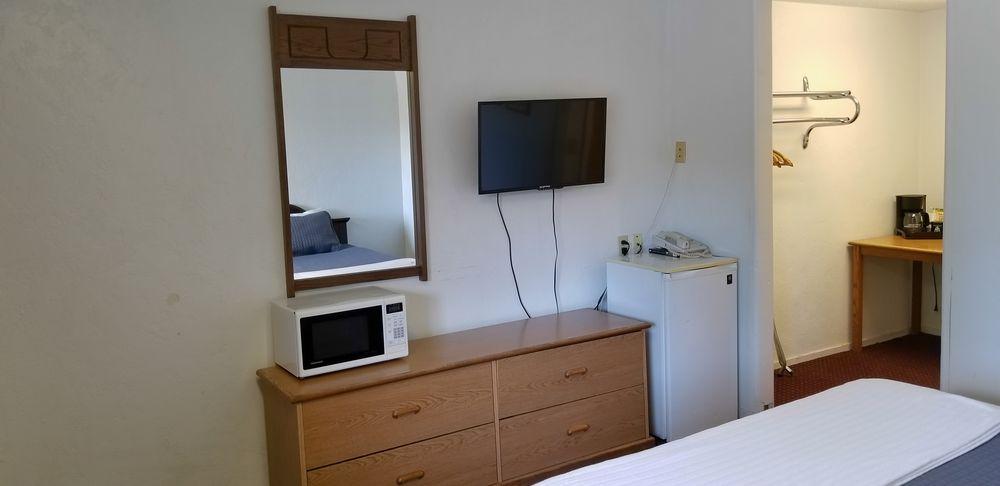 Sherwood Forest Motel: 814 Redwood Dr, Garberville, CA