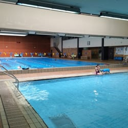 Piscine centre sportif swimming pools 31 rue du cdt for Piscine saint mande