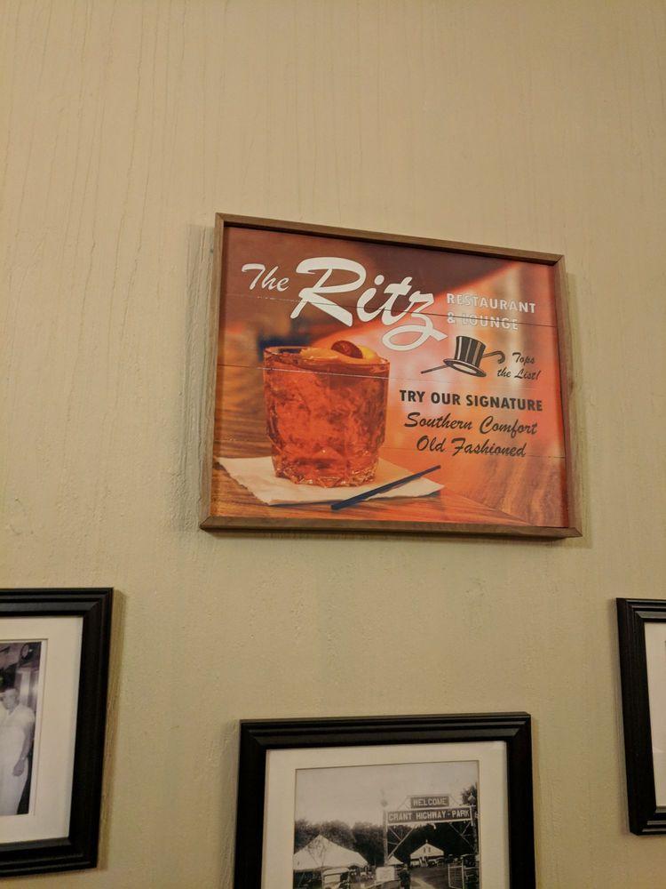 Ritz Restaurant: 232 1st Ave E, Dyersville, IA