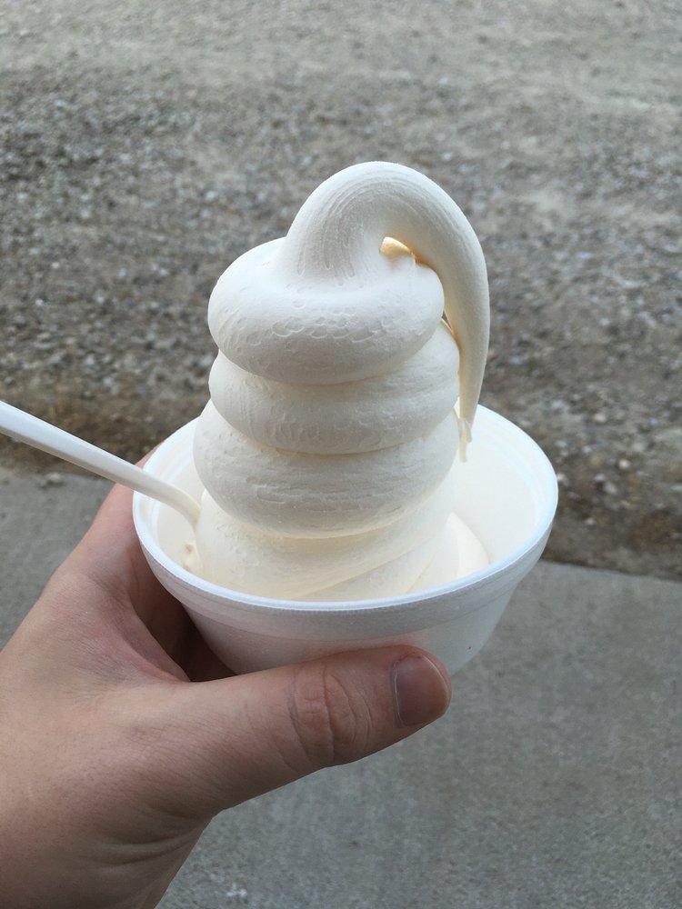 Dairy Shoppe: 407 Bus Hwy 5, Pleasantville, IA
