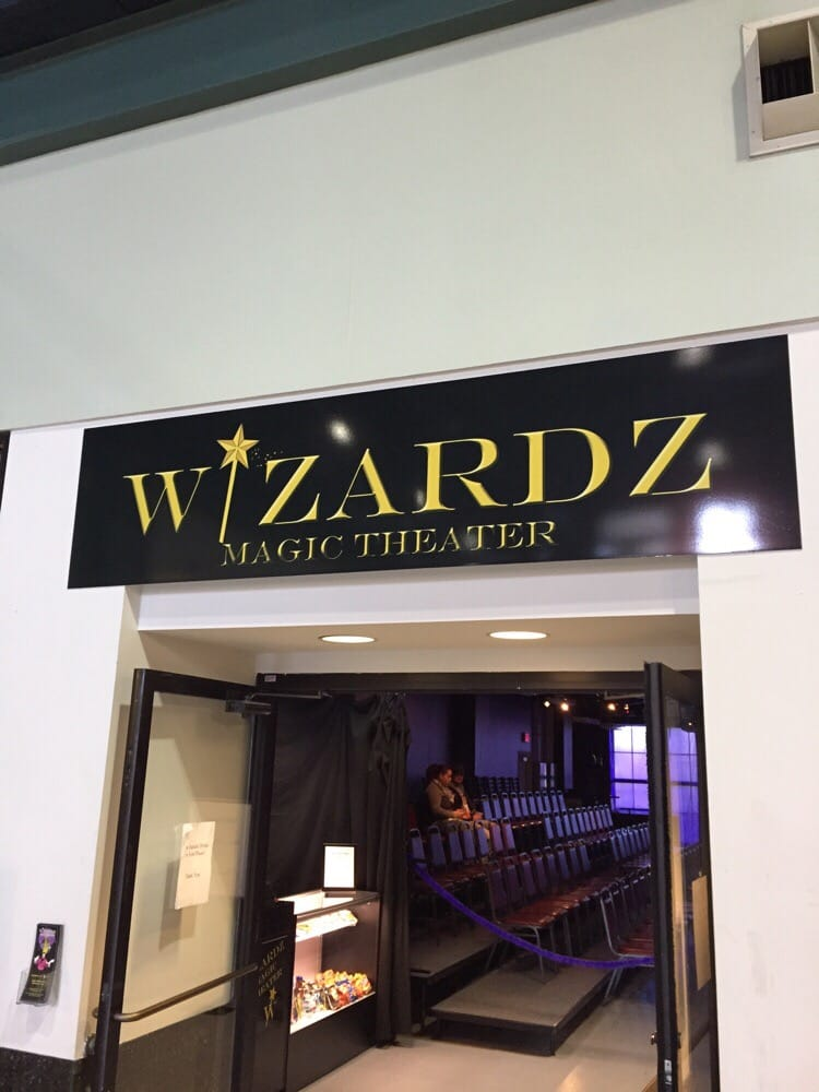 Wizardz Magic Theater: 1 Levee Way, Newport, KY