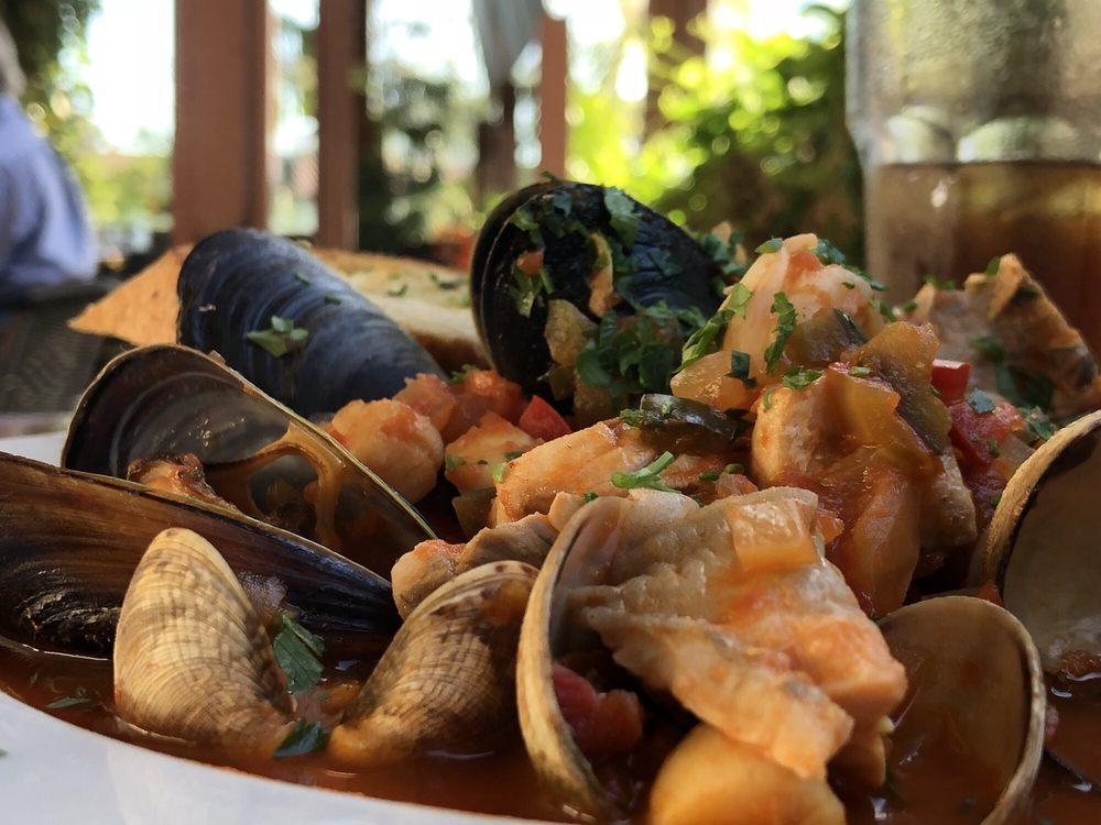 Zookers Cafe: 5404 Carpinteria Ave, Carpinteria, CA