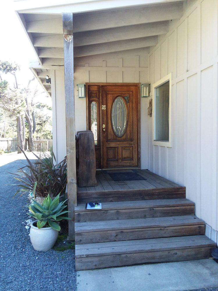Moon Star House: 36100 California 1, Gualala, CA