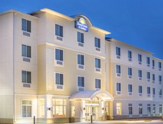 Days Inn & Suites by Wyndham Kearney: 111 Talmadge St, Kearney, NE