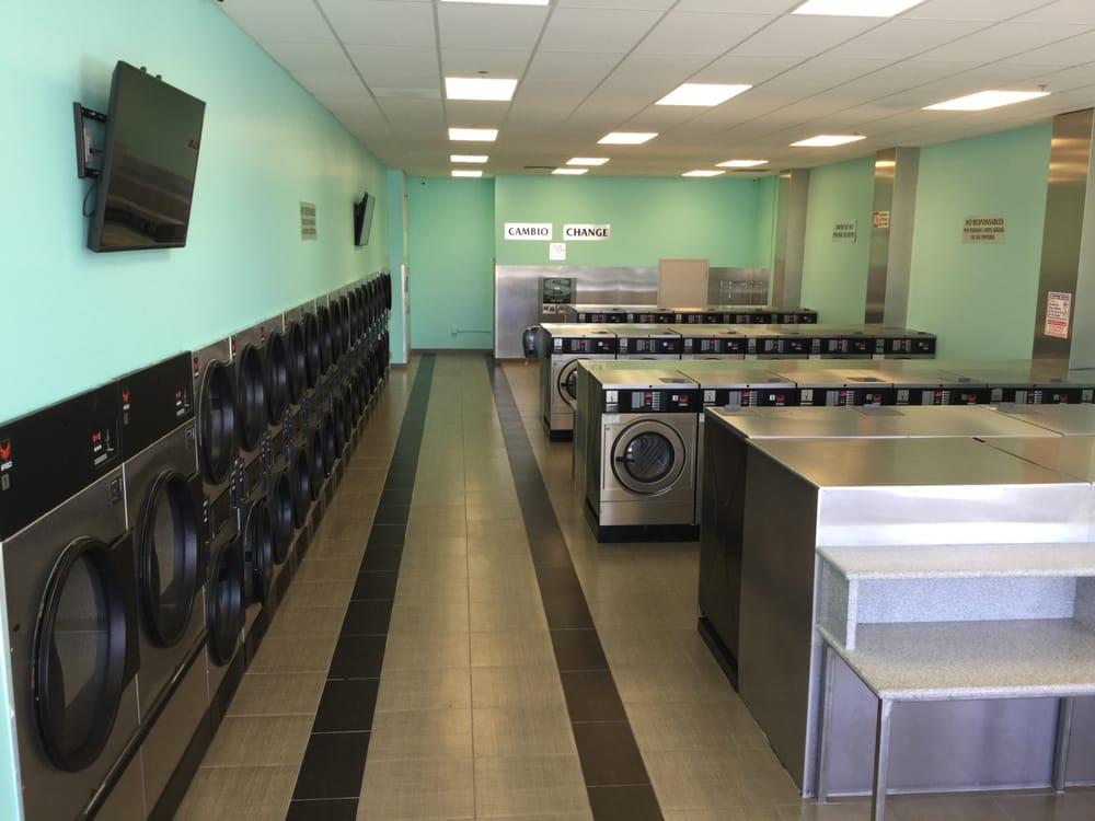 Vineyard Coin Laundry: 2600 E Vineyard Ave, Oxnard, CA