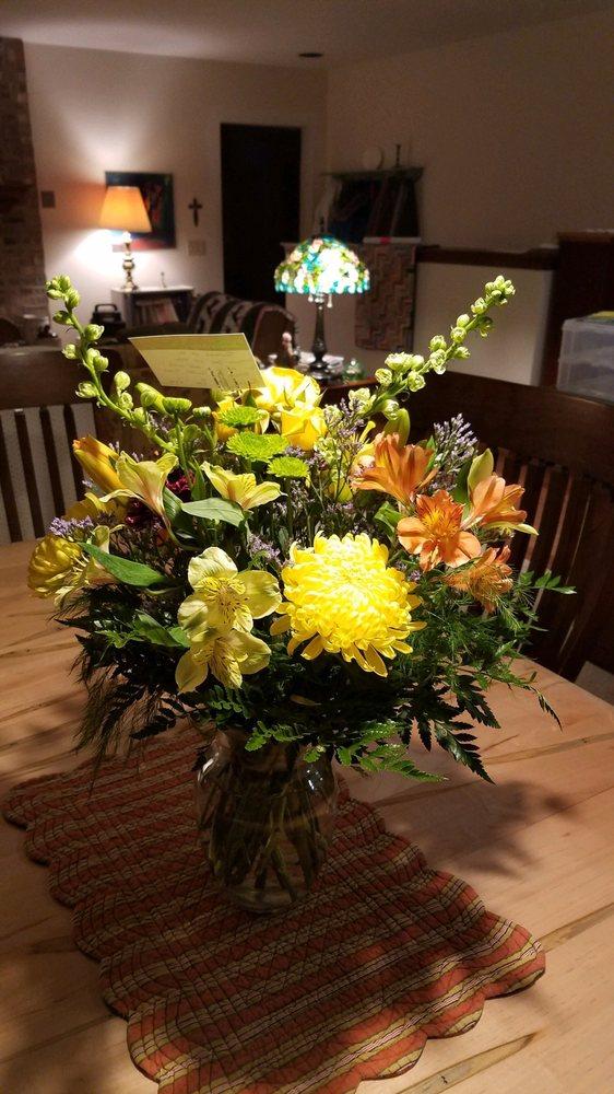 Klumpp Flower & Garden Shop: 210 N Cedar St, Kalkaska, MI