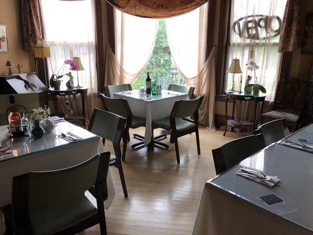 Green Fountain Inn: 604 S Main St, Waupaca, WI