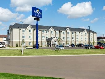 Microtel Inn & Suites by Wyndham Dickinson: 1597 6th Avenue West, Dickinson, ND