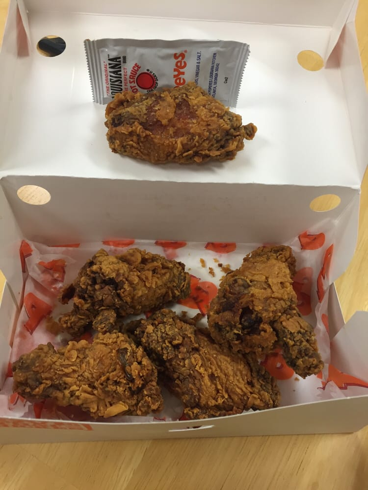 Popeyes Louisiana Kitchen: 21100 Dulles Town Cir Food Court -, Dulles, VA