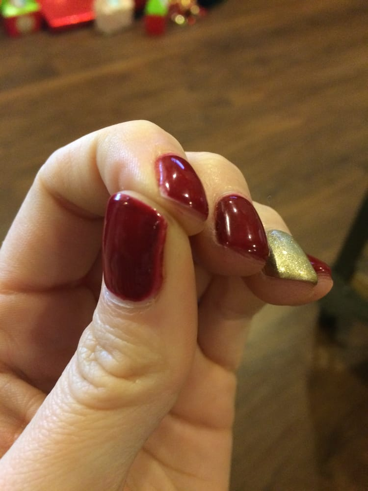 Gel manicure: color bleeds onto the cuticles, doesn\'t cover tips ...