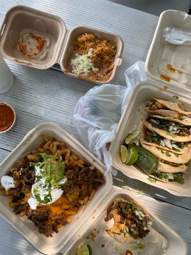 ZacaTacos Mexican Grill: 1614 Koscuiszko Ave, Bay City, MI
