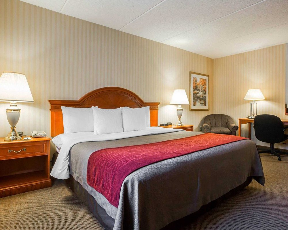 Comfort Inn & Suites: 20 Saw Mill River Rd, Hawthorne, NY