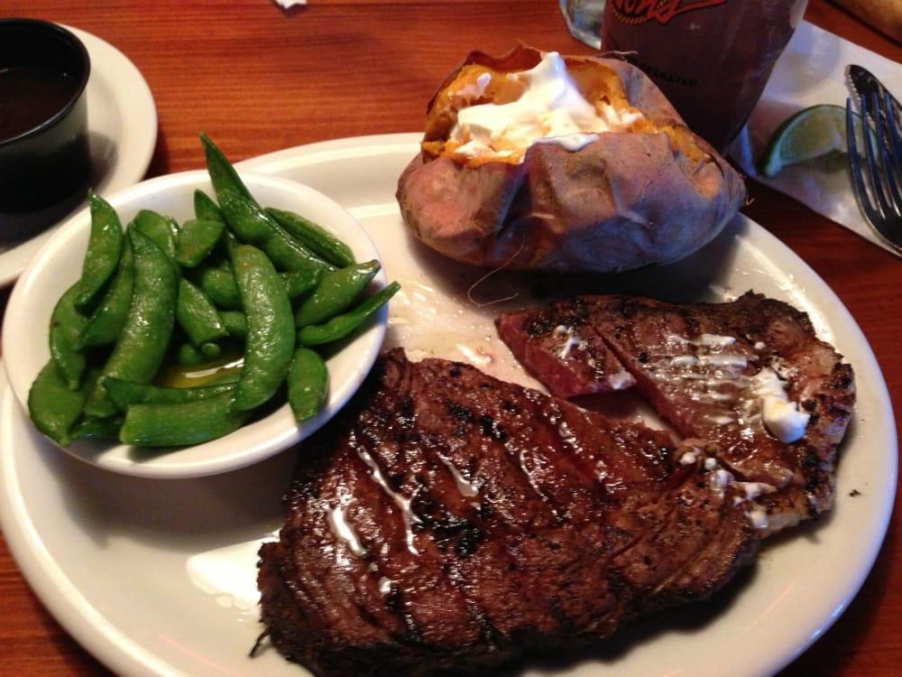 Tucsons Steakhouse Saloon & Grill: 2750 S 9th St, Salina, KS