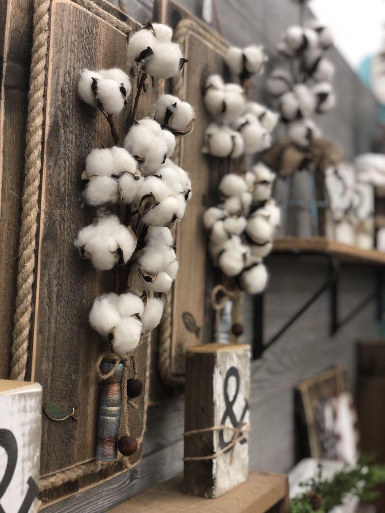 Commerce Street Market: 74 W Commerce St, Hernando, MS