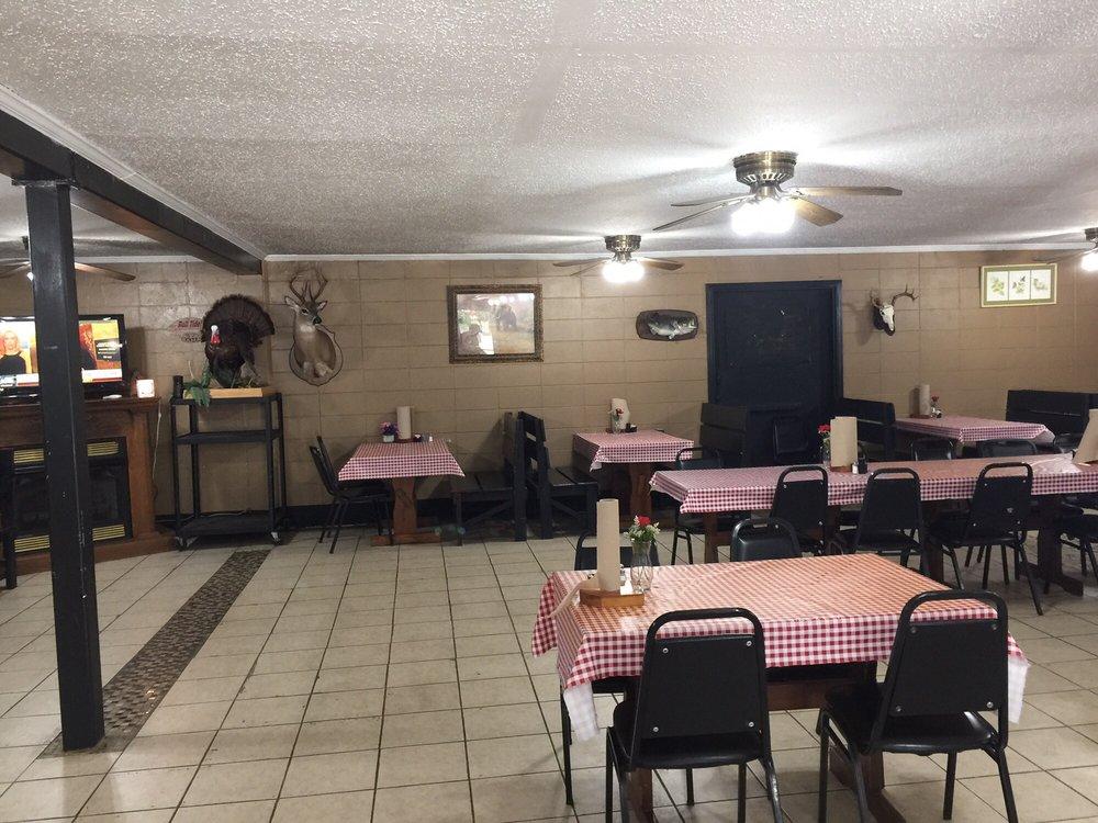 Tyler Flat's Restaurant: 15611 Hwy 17, Toxey, AL