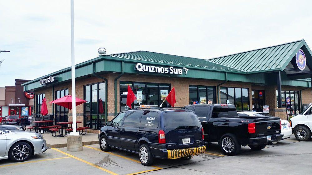 Quiznos: 2105 E 5th St, Metropolis, IL