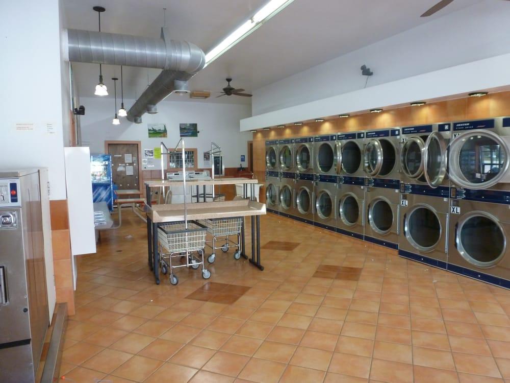 Lavanderia Laundromat: 714 E Central Ave, Estherville, IA