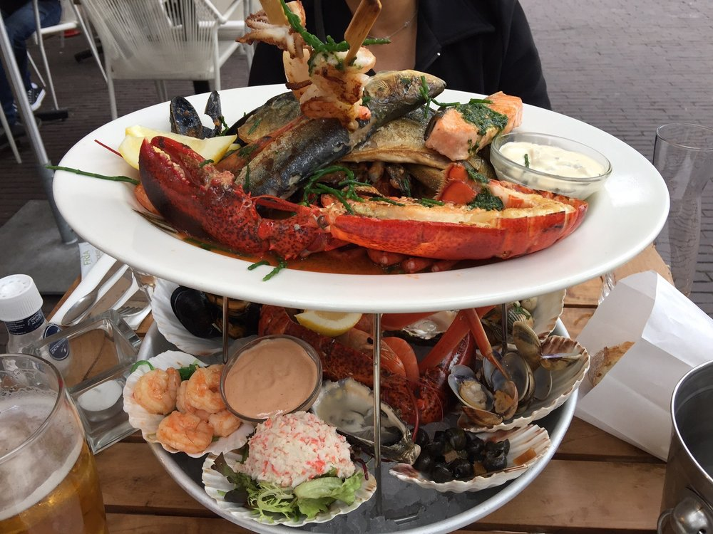 Combination seafood plater for 2 warm top cold bottom for Seafood bar spui 15