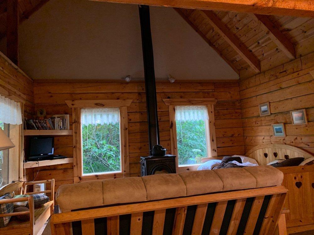 Moose Creek Cabins: 37826 Middleton Cir, Homer, AK