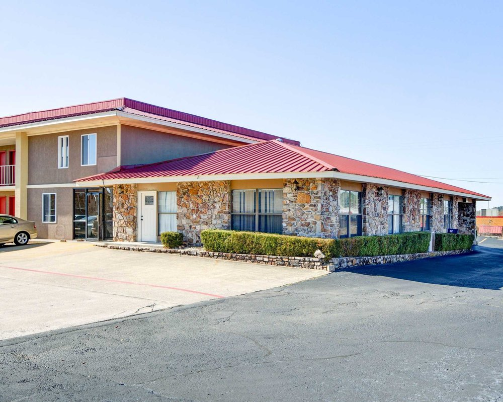 Quality Inn & Suites: 4319 Central Ave, Hot Springs, AR