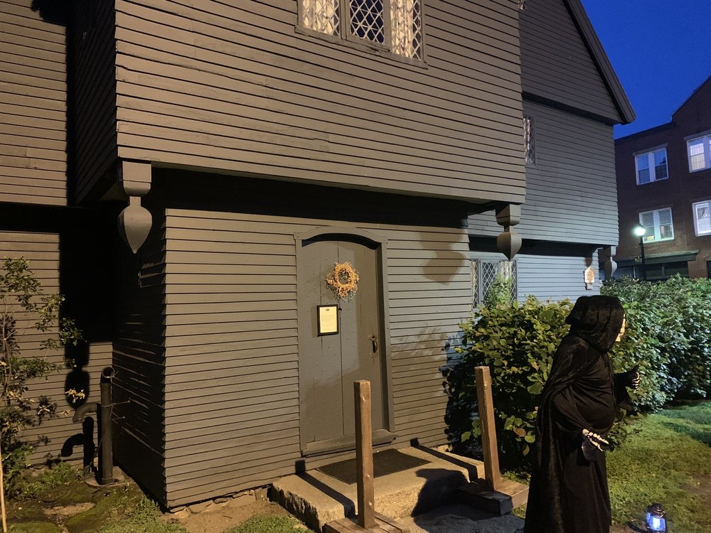 Salem Historical Tours & Haunted Footsteps Ghost Tour