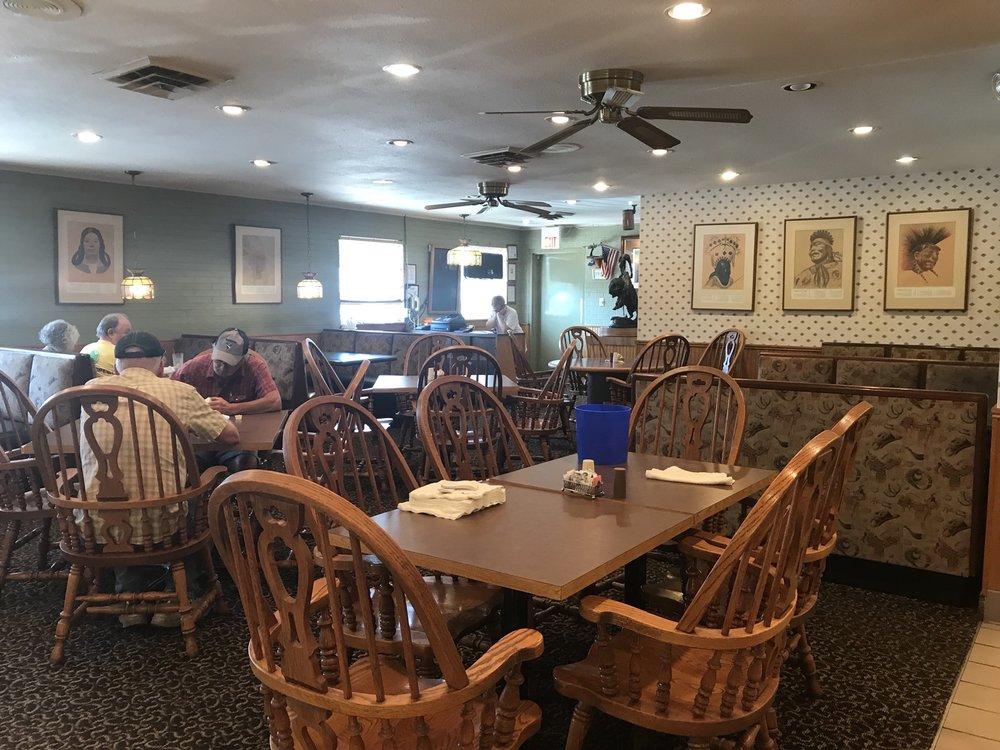 White Buffalo Restaurant & Lounge: 100 Hwy 34 E, Albia, IA