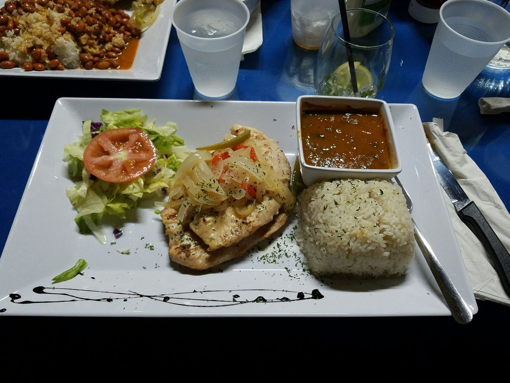 Los Makitos: Carr. 3 Km 66.9, Naguabo, PR