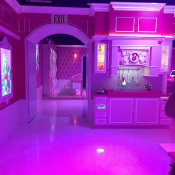 Barbie Dream House Experience Closed Tours 55 Photos 46