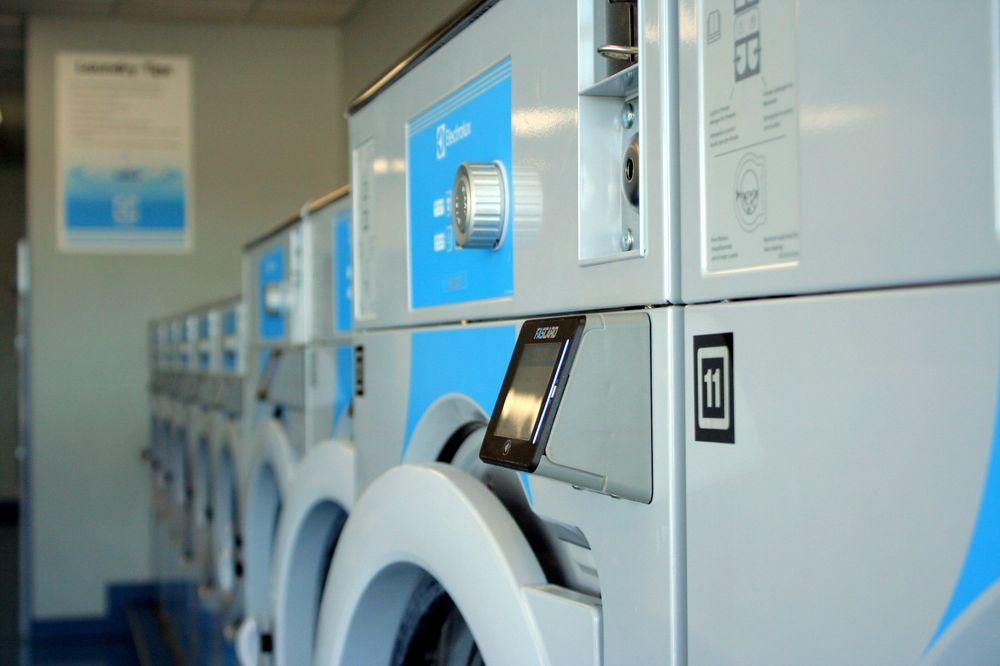 Super Wash Laundromat: 2625 N Clairemont Ave, Eau Claire, WI