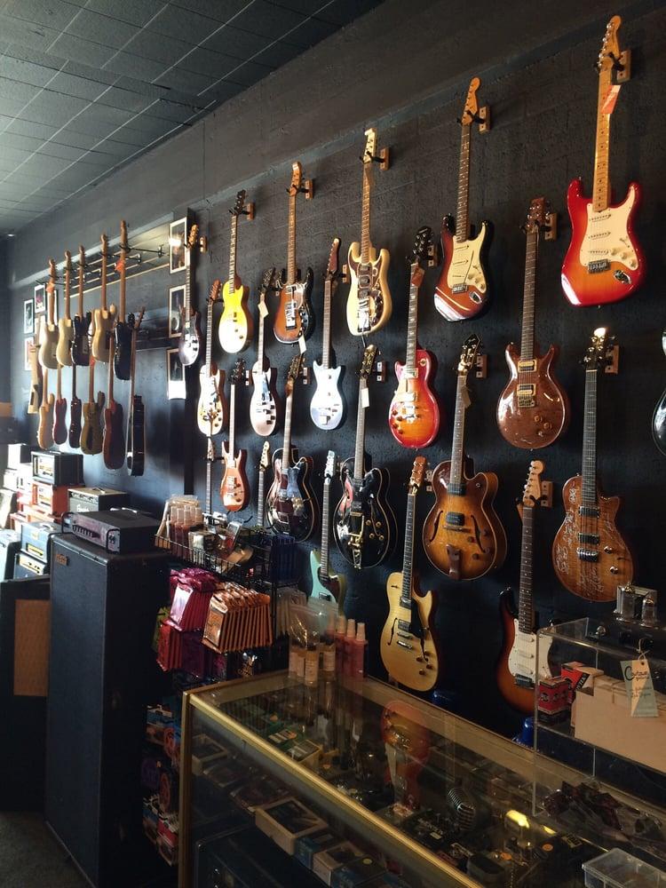 cowtown guitars 18 photos 15 reviews guitar stores 1331 s commerce downtown las vegas. Black Bedroom Furniture Sets. Home Design Ideas