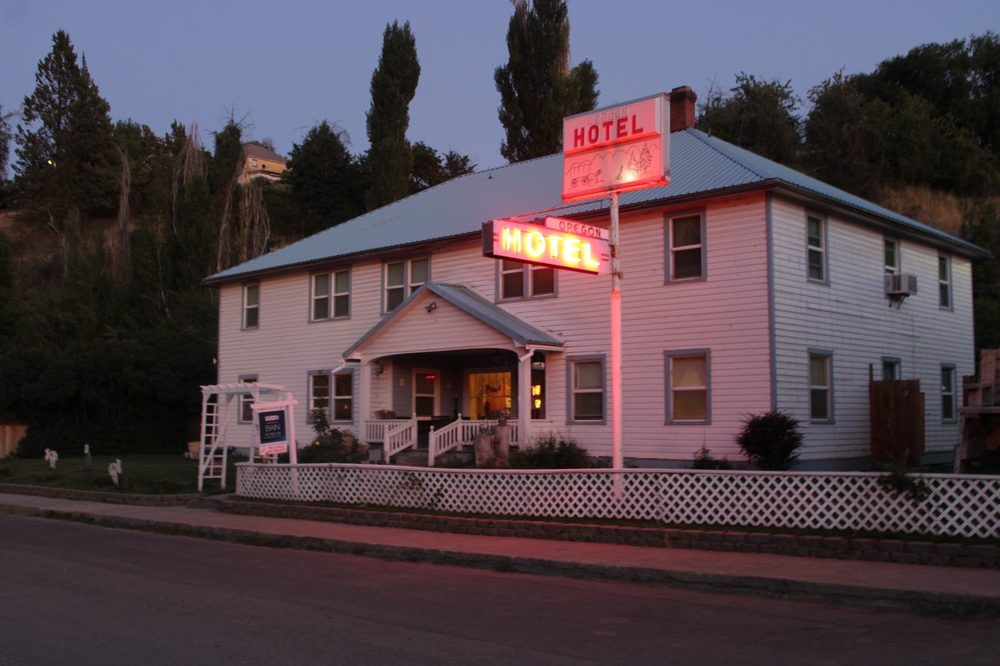 The Oregon Hotel: 104 E Main St, Mitchell, OR