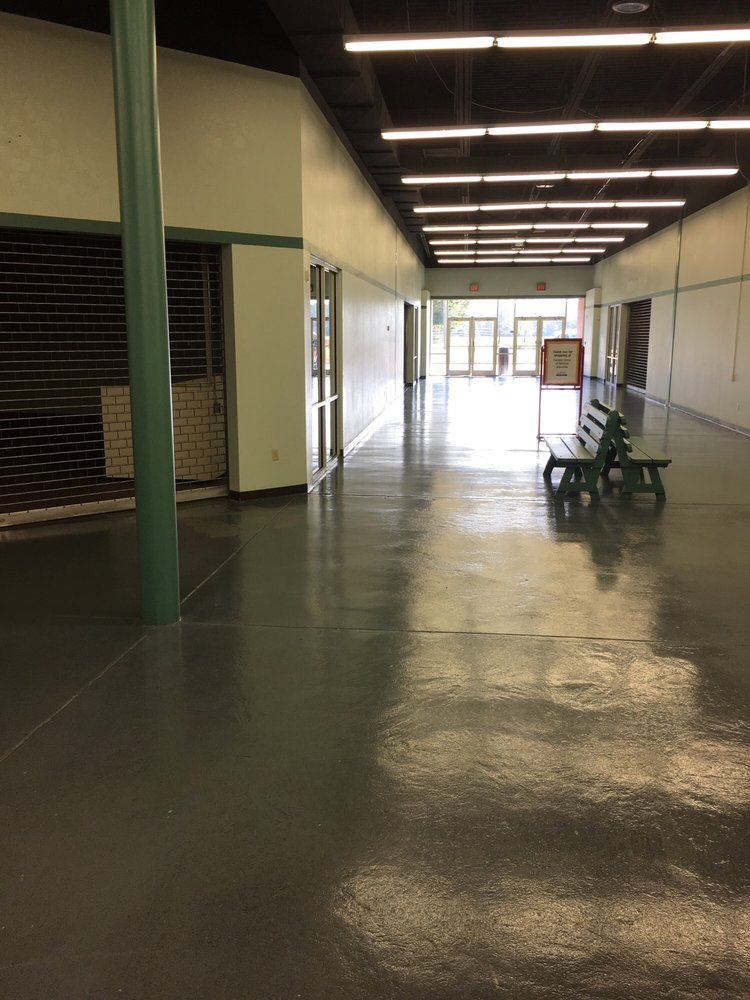 Factory Stores of America: 950 Prim Ave, Graceville, FL