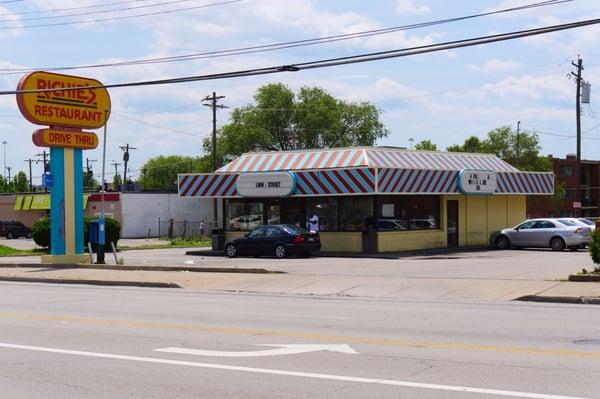 Richie s fast food restaurant 15 recensioner snabbmat for Hook fish chicken cincinnati oh