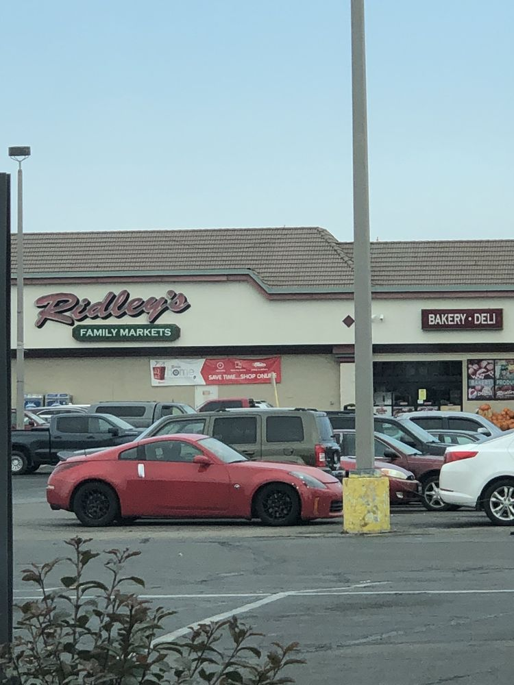 Ridley's Food and Pharmacy: 1295 Parkway Dr, Blackfoot, ID