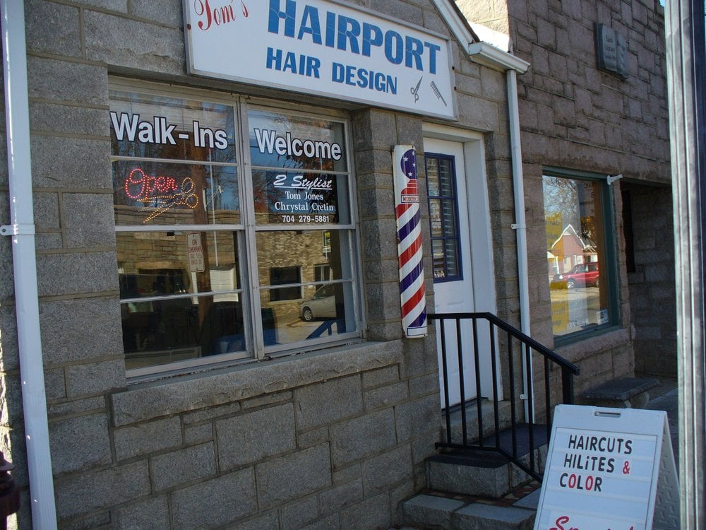 Tom's Hairport  Barber and Beauty Services: 111 North Main St, Faith, NC