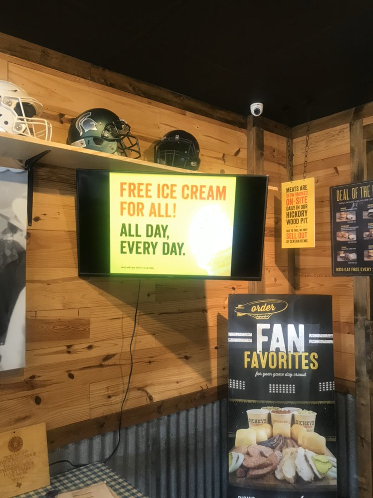 Dickey's Barbecue Pit: 710 NW Gilman Blvd, Issaquah, WA