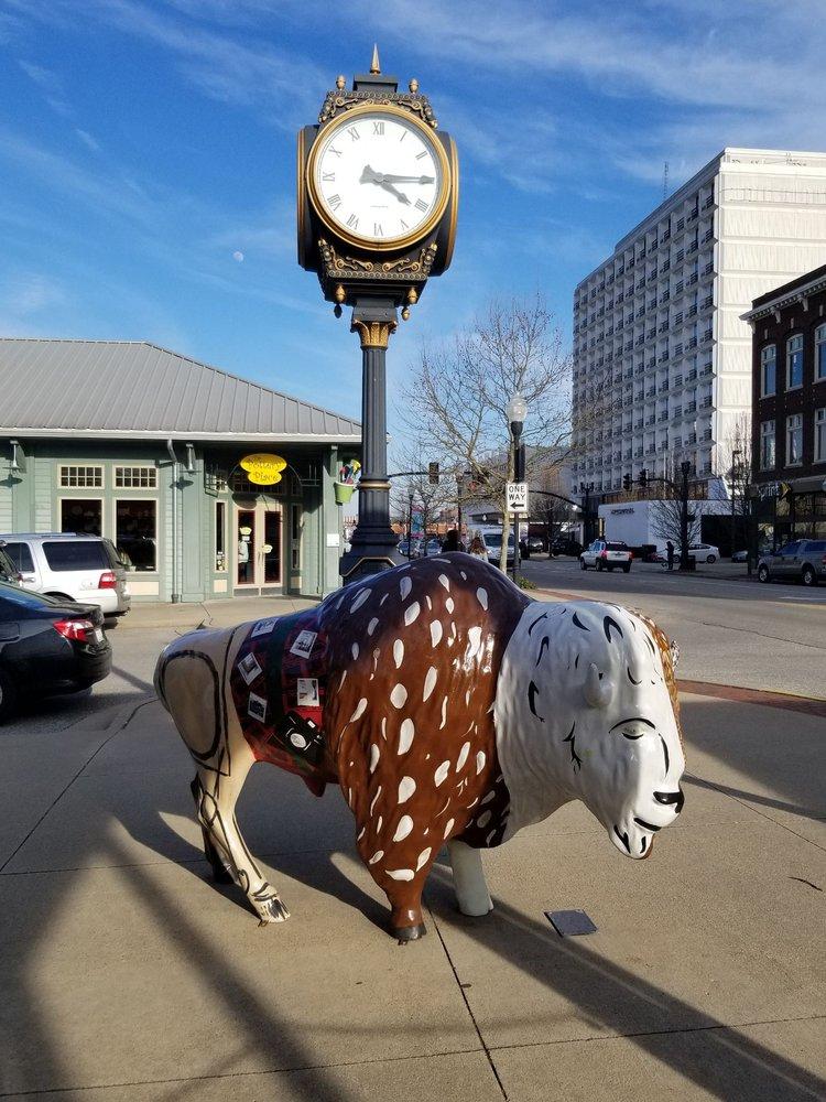 Pullman Square: 220 9th St, Huntington, WV
