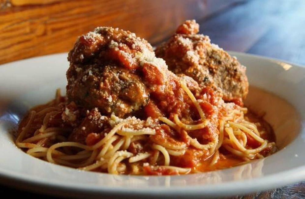 Sugo's Spaghetteria: 10419 Clayton Rd, Frontenac, MO