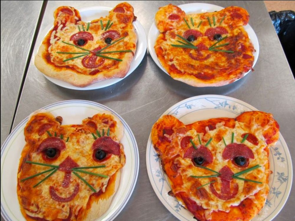 Zooter's Pizza: 25803 N County Rd, Wynnewood, OK