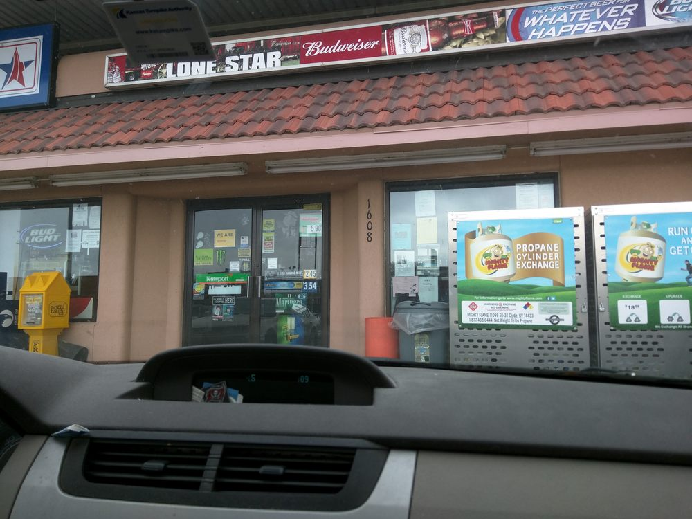 LoneStar: 1608 E 1st St, Newton, KS