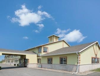 Days Inn by Wyndham Cameron: 601 East Bryan Road, Cameron, MO