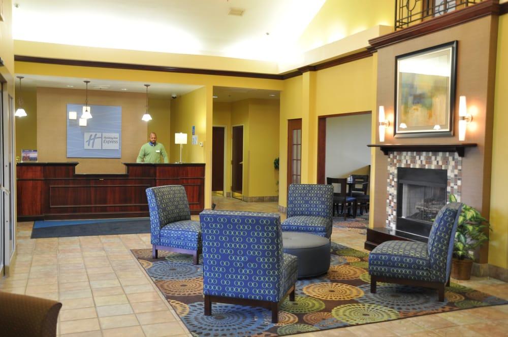 Holiday Inn Express & Suites Christiansburg: 2725 Roanoke St, Christiansburg, VA