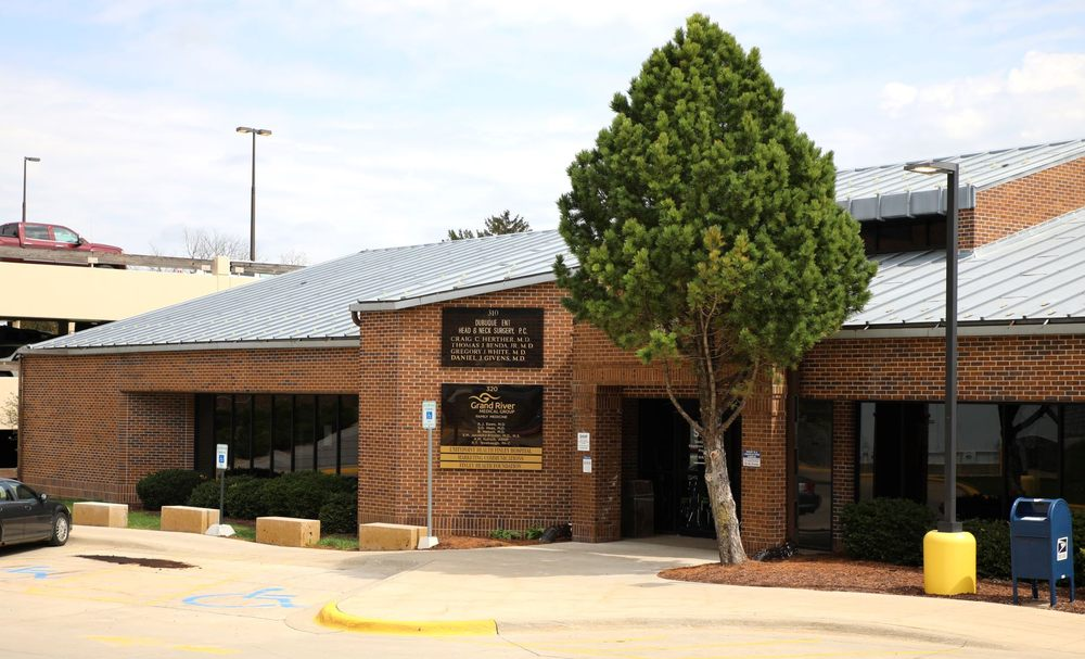 Grand River Medical Group Family Medicine Clinic: 320 N Grandview Ave, Dubuque, IA