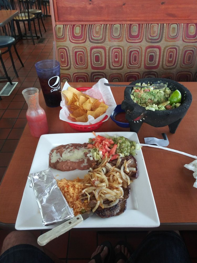 El Valle Mexican Restaurant: 1104 N A St, Wellington, KS