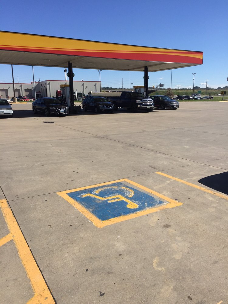 Love's Travel Stop: 2525 Singing Hills Blvd, Sioux City, IA