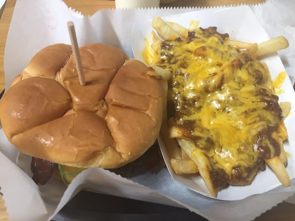 Boompa's Burgers: 8298 US Hwy 277, Elgin, OK