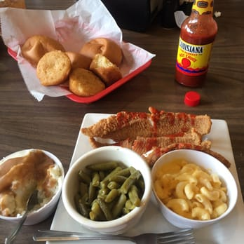 Photo Of Din S Soul Food Memphis Tn United States 3pc Catfish Dinner